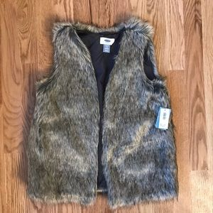 NWT Old Navy Girls Faux Fur Vest